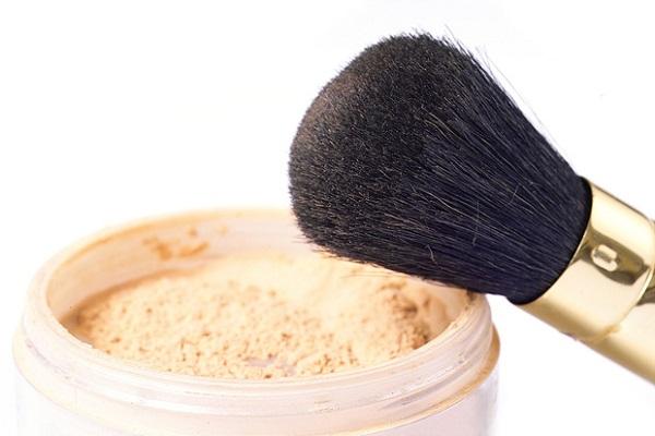 Правила выбора рассыпчатой пудры с учетом типа кожи и цвета лица