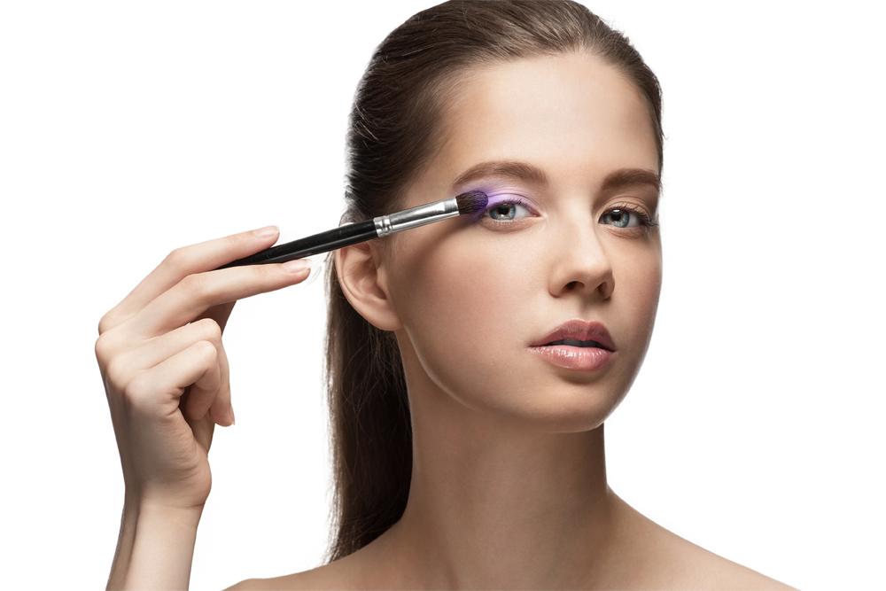 Техника нанесения макияжа при сухой коже